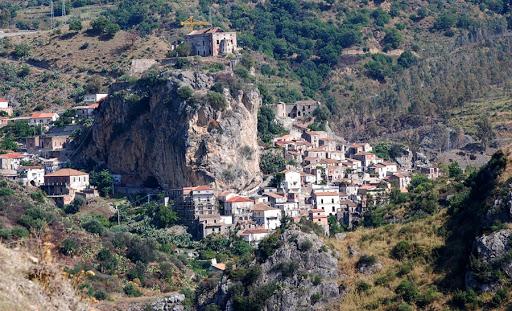 Palizzi, dall'Alica ai calanchi passando per il Castello